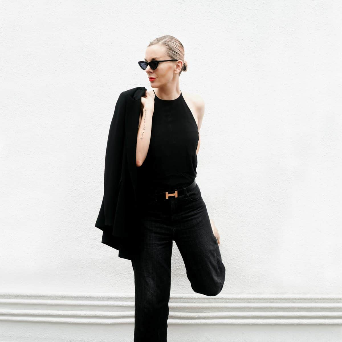 Jo Lorenz wears our OCTAVIA Jean in Washed Black.